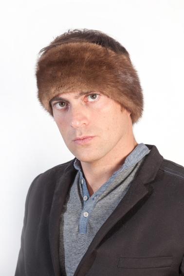 ... con una fascia in pelliccia per capelli l uomo non solo sara  protetto  dal freddo e vento ma avra  un fascino unico e particolare 3a0b375b2722