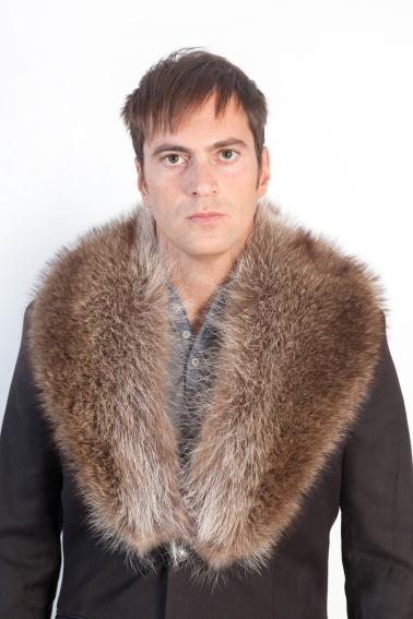 Infatti un collo dal pelo basso e scuro e  ideale se abbinato con una  giacca o con un cappotto da uomo. eb6e623b347