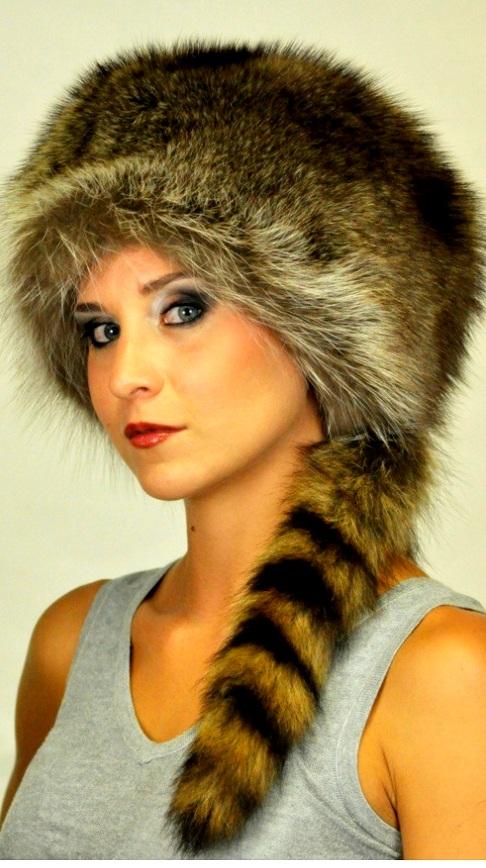 il cappello da uomo in pelliccia di procione con vera coda fae45f7ff43f