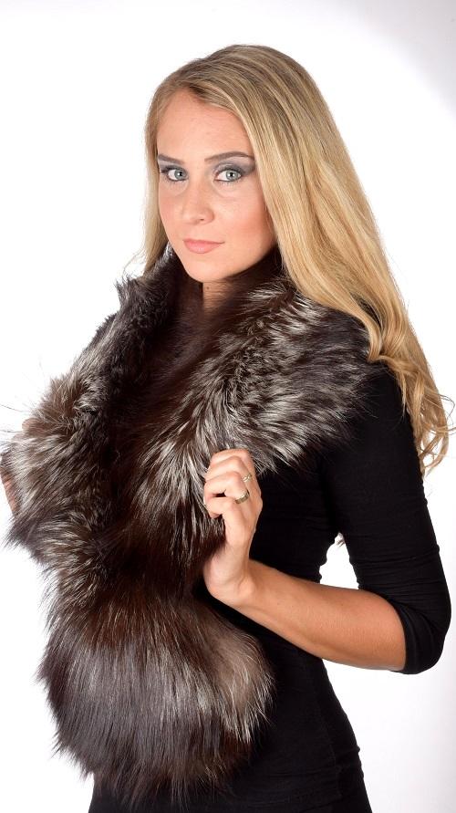 Un accessorio in pelliccia non solo vi riscaldera  ma sara  parte anche del  vostro stile. La pelliccia e  sempre stata e sara  sempre alla moda 54ce1de25110