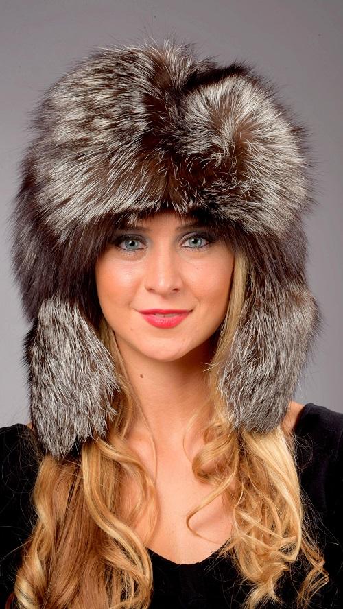 Il cappello in pelliccia di volpe argentata e sempre di moda 49880e7242c6