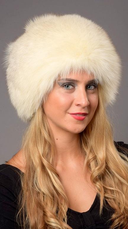 Il cappello in volpe si distingue da quello in visone per la sua vivacita   a volte trasgressivita . Il cappello in volpe naturale e  indossato sia da  ... d95f29089b2b