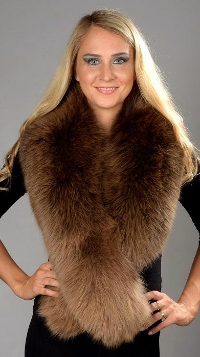 ... in vera pelliccia naturale della piu  alta qualita . Nel negozio  elettronico www.amifur.it troverete anche una pregiata selezione di colli  in pelliccia 1a80a44d6e49