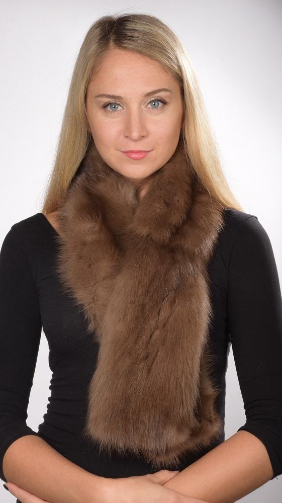 Nello store online www.amifur.it troverete le affascinanti ed autentiche  sciarpe in autentico zibellino naturale  Lussuose sciarpe adatte sia per la  donna ... 97ba417d2043
